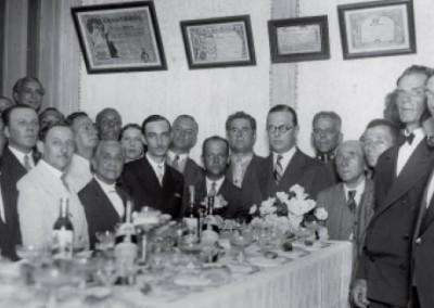 1931, Chiquinha Gonzaga, ao centro da mesa, ao lado de Joãozinho, com a diretoria do Centro Musical do Rio de Janeiro (fonte: SindMusi)